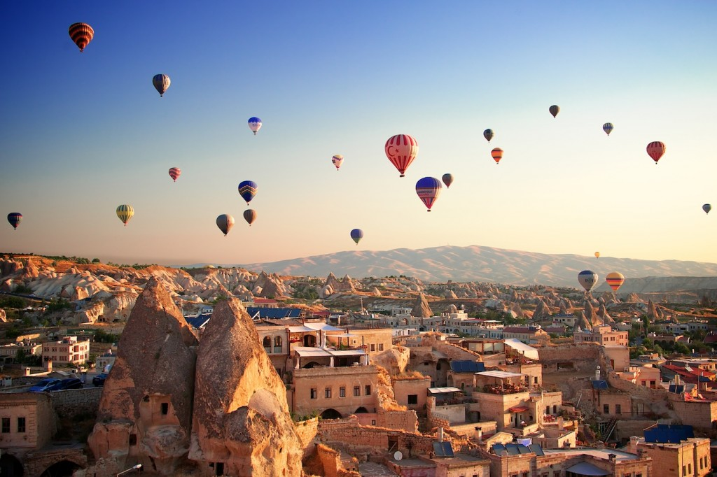 Goreme (Turkey) Nikon D3S 28.0-300.0 mm f/3.5-5.6 An early morning photograph of Cappadocia, when hot air balloons take off all together. | Ricci-Armani.com |  Facebook  |  Twitter  |  LinkedIn  |